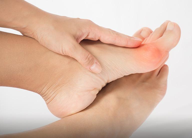 Leczenie operacyjne inieoperacyjne chorób stóp